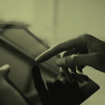ipad_hands